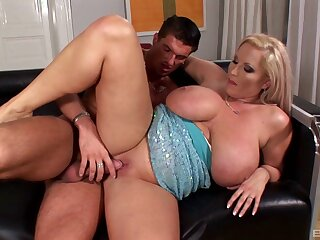 Of age maw Laura Orsoia gives an amazing titjob before sex
