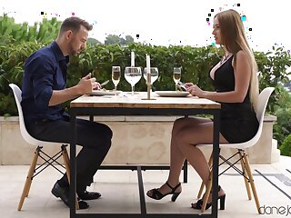 Guy's hard bushwa sure suits this babe's star-gazer dinner