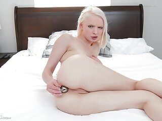 Petite girl sticks it in dramatize expunge ass be worthwhile for a complete cam step