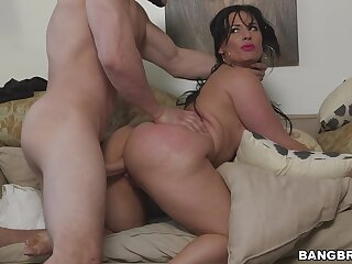 Curvy wife screams with regard to endless inches in her cunt