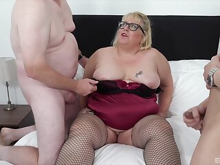 Messy facial attaining after MMF triune with fat mature Lexie Cummings